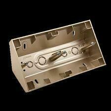SIMON 54 Premium DPNR2/44 Rohová dvojitá povrchová krabice, pro rámečky SIMON 54 Premium, zlatý mat