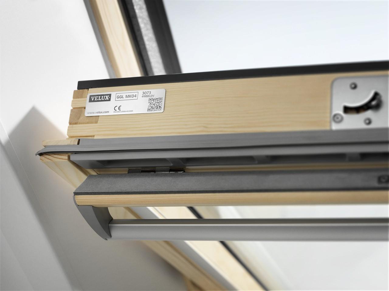 Střešní okno VELUX GGL 3068 MK06 kyvné