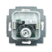 Přístroj termostatu pro topení/chlazení s přepínačem