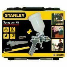 Gravimetrická stříkací pistole s příslušenstvím a kufrem