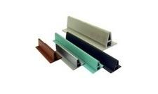 ALKORDESIGN profil z PVC pre vytvorenie imitácie stojatej drážky, antracit